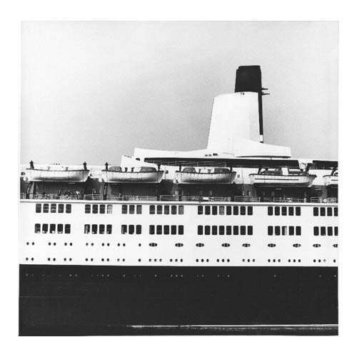Beautifully Designed Lines of the QE2, Midship
